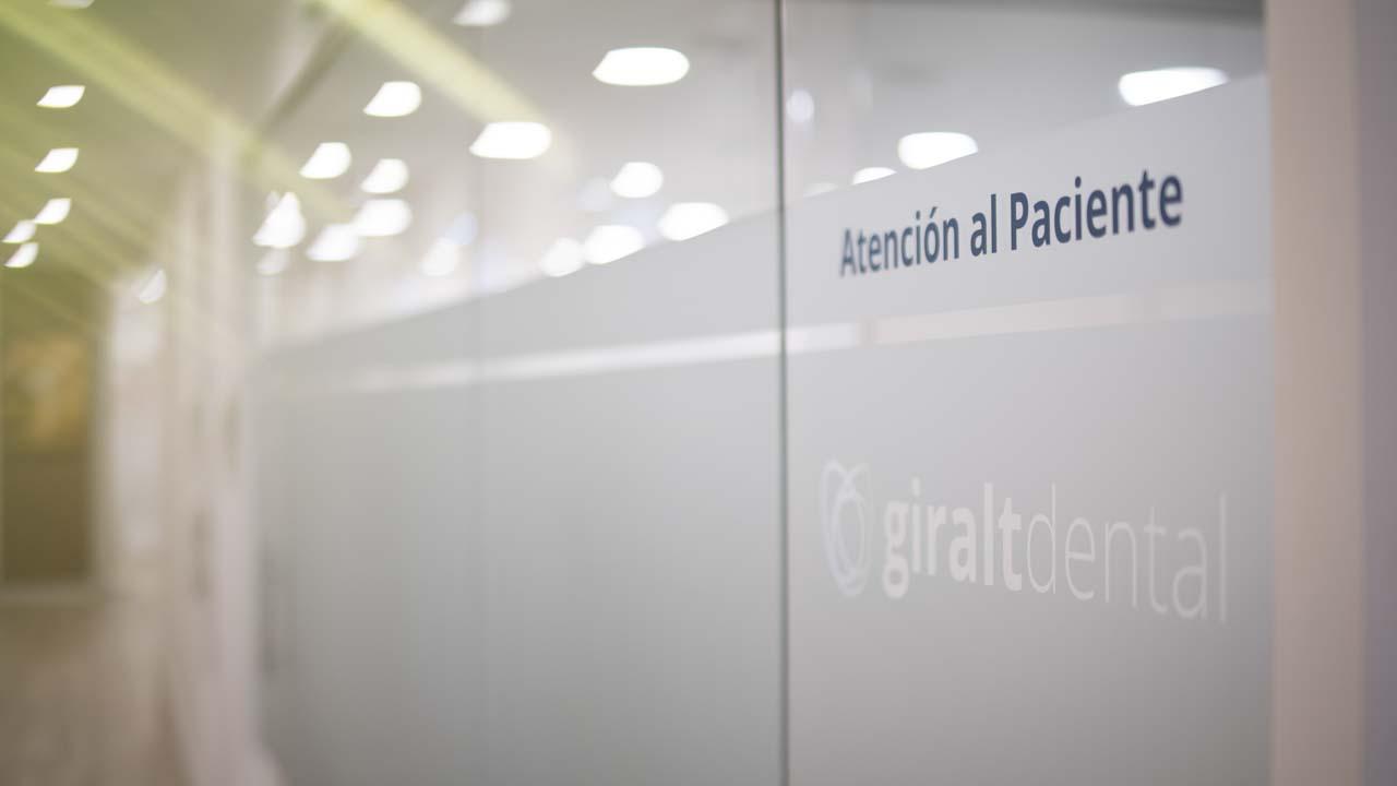 Atención al paciente Clínica Dental Giralt Badajoz